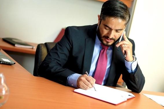 ¿Qué debes tener presente cuando contratas un abogado?