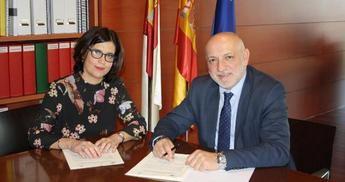 Junta de Castilla-La Mancha y la UNED firman un convenio para complementar la formación de alumnos en centros sanitarios