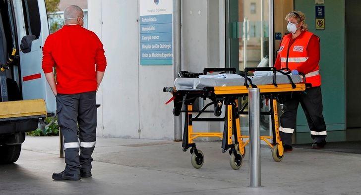 El número de fallecidos al día en España cae a 301 y los nuevos casos a 1.308