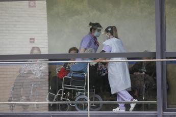 """El sindicato de enfermería SATSE recuerda la situación """"permanente de riesgo"""" del personal sanitario"""