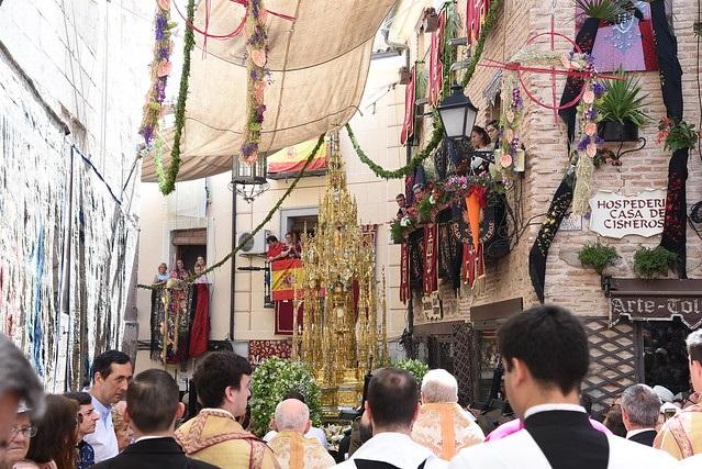 Miles de personas llenan Toledo atraídas por el esplendor del Corpus Christi
