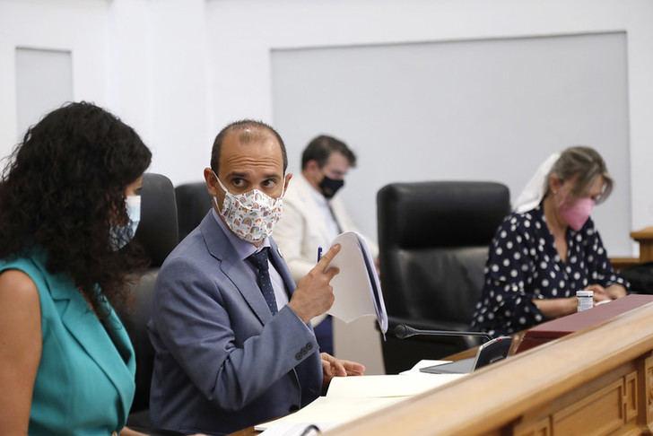 Bellido, presidente de las Cortes de C-LM, durante la sesión de hoy.