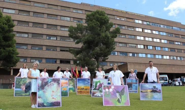 El Hospital de Albacete instala 25 cuadros de gran formato en las habitaciones de Oncología y Hematología