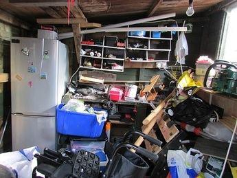 Cuando los inquilinos dejan el piso lleno de trastos