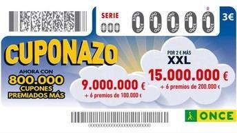 Antonio Gil, vendedor de la ONCE, reparte un premio de 100.000 euros en Casas Ibáñez (Albacete)