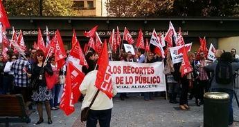 """Los trabajadores públicos de Albacete se manifiestan contra """"las tropelías de los gobiernos del PP"""""""