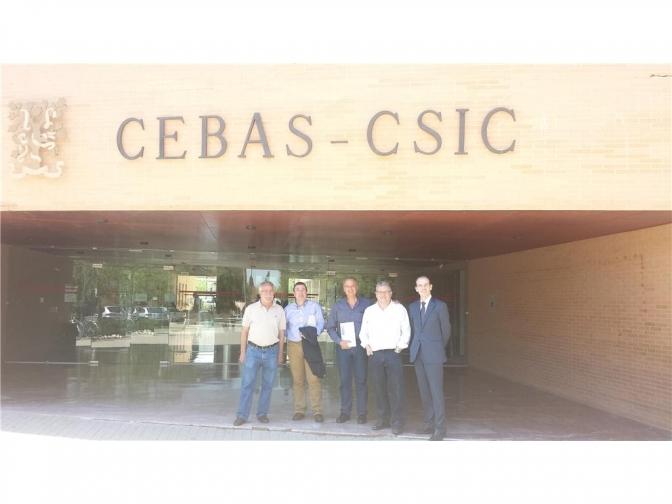 Visita de los responsables del ITAP al CEBAS de Murcia