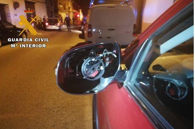 Detenido por ocasionar daños por valor de 2.000 euros en seis vehículos aparcados en Villarrobledo
