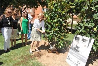 Albacete rinde homenaje a Miguel Ángel Blanco con la plantación de un magnolio en la plaza que lleva su nombre