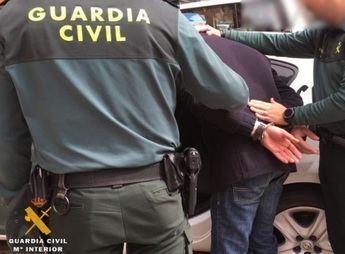 Imagen de archivo de una detención de la Guardia Civil.