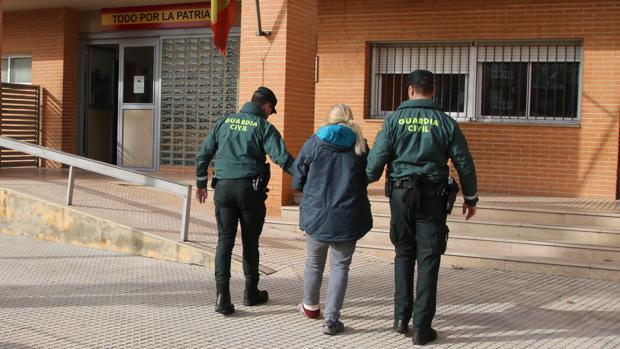 La Guardia Civil de Albacete detiene a una mujer que agredió a su compañera de piso en L`Alcudia para robarle 4.500 euros y un coche
