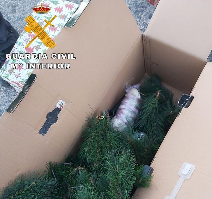 Detenidos en Hellín tras ser descubiertos con 800 gramos de speed que ocultaban en una caja de adornos navideños