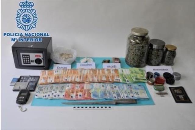 Tres personas detenidas en Puertollano por vender cocaína, marihuana, hachís y éxtasis en un piso