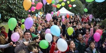 Concentración en Albacete en el día de los niños con cáncer, como homenaje a afectados y familias.