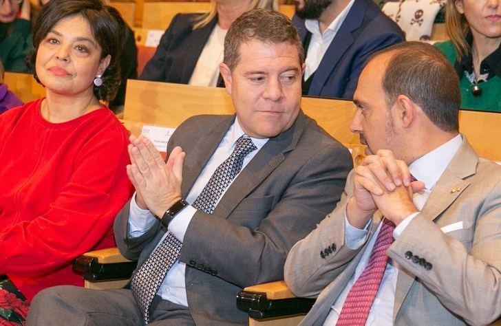 Page anuncia oposiciones de docentes en Castilla-La Mancha, con 716 plazas en 2020, y reducción de ratios escolares