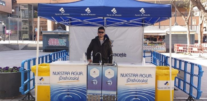 Aguas de Albacete celebra el Día Mundial del Agua con vasos para los ciudadanos