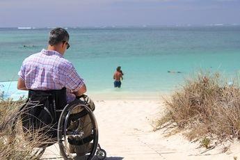 Diferencias entre las sillas de ruedas eléctricas y las scooter ¿Cuál elegir?
