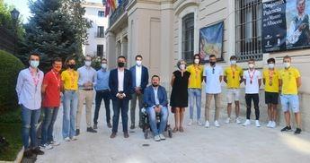 Diputación y Ayuntamiento de Albacete trasladan la admiración a los protagonistas del triatlón que brillaron en el Nacional