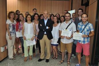 Los alumnos de los cursos de 'Creación y Gestión de Microempresas' y 'Docencia de la Formación Profesional para el Empleo' reciben sus diplomas