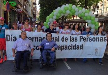 Varios miembros del equipo de gobierno del Ayuntamiento de Albacete participan en la  marcha por la Igualdad