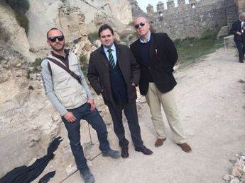Visita del presidente de la Diputación a las excavaciones arqueológicas del Castillo de Almansa