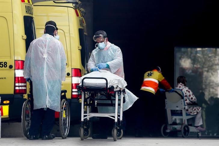 Los 33.089 contagiados de coronavirus en España son un 14 % más, por lo que se mantienen la tendencia