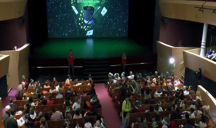 'El Hechizo del Árbol de las Sonrisas', espectáculo familiar y solidario de Globalcaja para Navidad
