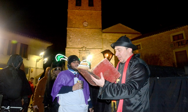 El entierro de la sardina de este miércoles fue solo el inicio de la parte fuerte del carnaval de El Bonillo.