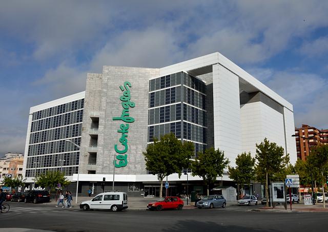 Apuñalada una trabajadora de El Corte Inglés de Albacete por un ladrón que intentó robar en el centro comercial