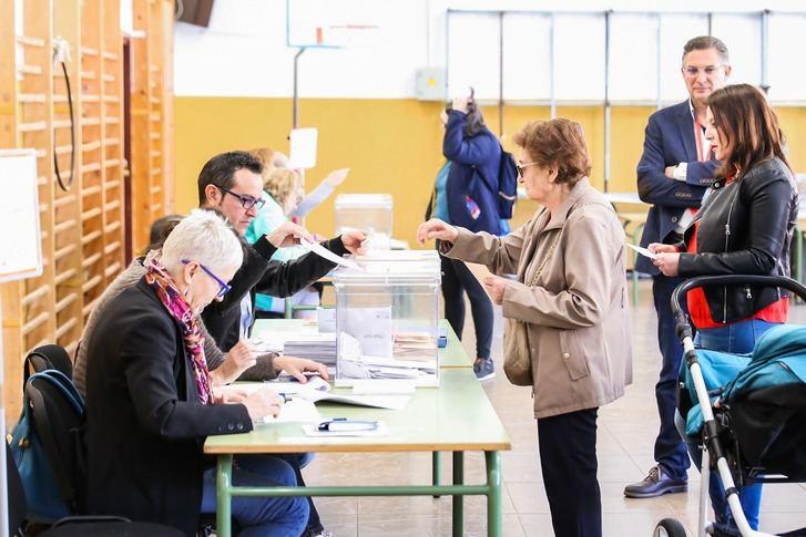 El 100 % de las 3.082 mesas electorales de Castilla-La Mancha abrieron sin incidencias