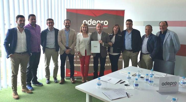 Emilio Sáez (PSOE) se reúne con los empresarios del polígono de Romica