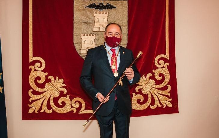 Emilio Sáez ya es alcalde de Albacete tras consumarse el pacto con Ciudadanos, pero gobernará sin mayoría