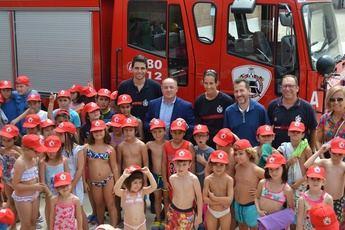 Los niños de las Escuelas de Verano de Albacete conocen de cerca el trabajo de los bomberos