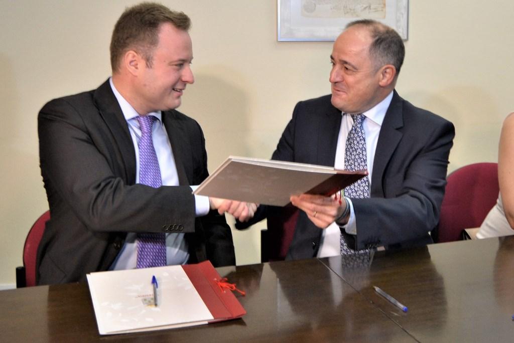 Emilio s ez psoe destaca el acuerdo de gobernabilidad for Acuerdo de gobierno psoe ciudadanos