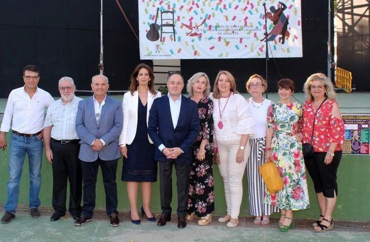 'Estreno' de Emilio Sáez y los nuevos concejales de Albacete en el Festival Interbarrios de la Fava