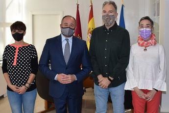 Emilio Sáez mantiene la primera reunión de trabajo con la nueva directiva de la FAVA, encabezada por José María Tévar