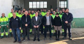 Visita municipal a los responsables y trabajadores del mantenimiento de los jardines y parques de Albacete