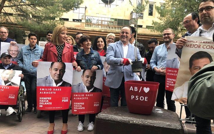 """Emilio Sáez (PSOE) inicia la campaña a las municipales con """"cercanía"""" a los ciudadanos y con 420 propuestas"""