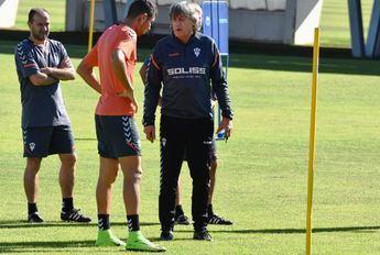 Enrique Martín, técnico del Albacete, afirma que el equipo solo piensa en ganar en Tenerife