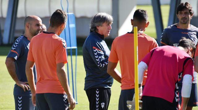 El Albacete hace oficial el despido de Enrique Martín como entrenador