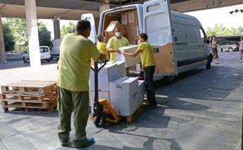 Castilla-La Mancha ha distribuido esta semana otro medio millón de artículos de protección para los profesionales sanitarios