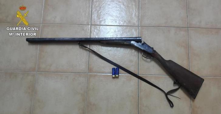 Investigado a un hombre de 63 años porr apuntar con una escopeta a un helicóptero de extinción de incendios en San Martín de Montalbán
