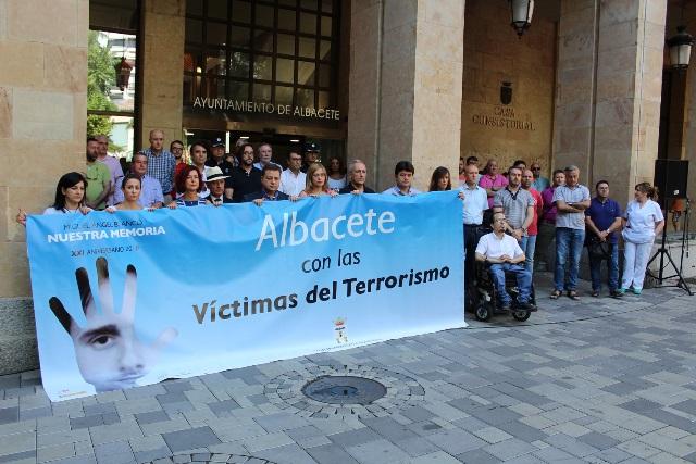 El alcalde de Albacete afirma que la unidad de la sociedad española ha conseguido la disolución de ETA