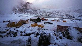 La expedición Álex Txikon-AMIAB llega a Dingboche y el jueves esperan alcanzar el Gorakshep, cerca del campo base del Everest
