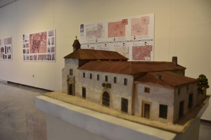 El Ayuntamiento Albacete ofrece visitas guiadas a la exposición sobre la plaza del Altozano desde este sábado