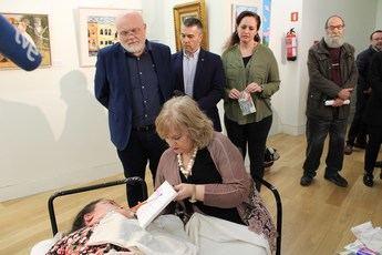'Arte y Superación', una recopilación internacional de la Asociación de Pintores con la boca y el pie, llega a Albacete