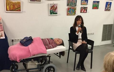 Inaugurada la exposición de pintura de la artista Mónica Márquez, en el Centro Joven de Albacete