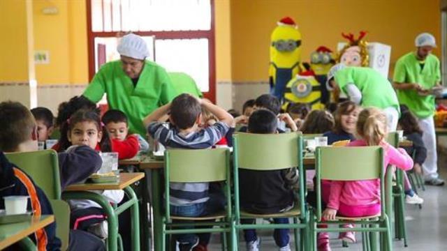 94.000 alumnos de Castila-La Mancha tendrán becas de comedor y libros de texto en el próximo curso
