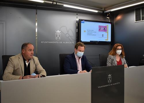 Albacete dará ayudas de 100 a 300 euros a familias con niños que contraten un centro educativo o un cuidador