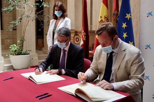 El Ayuntamiento de Albacete y MicroBank firman un convenio para reactivar la actividad emprendedora